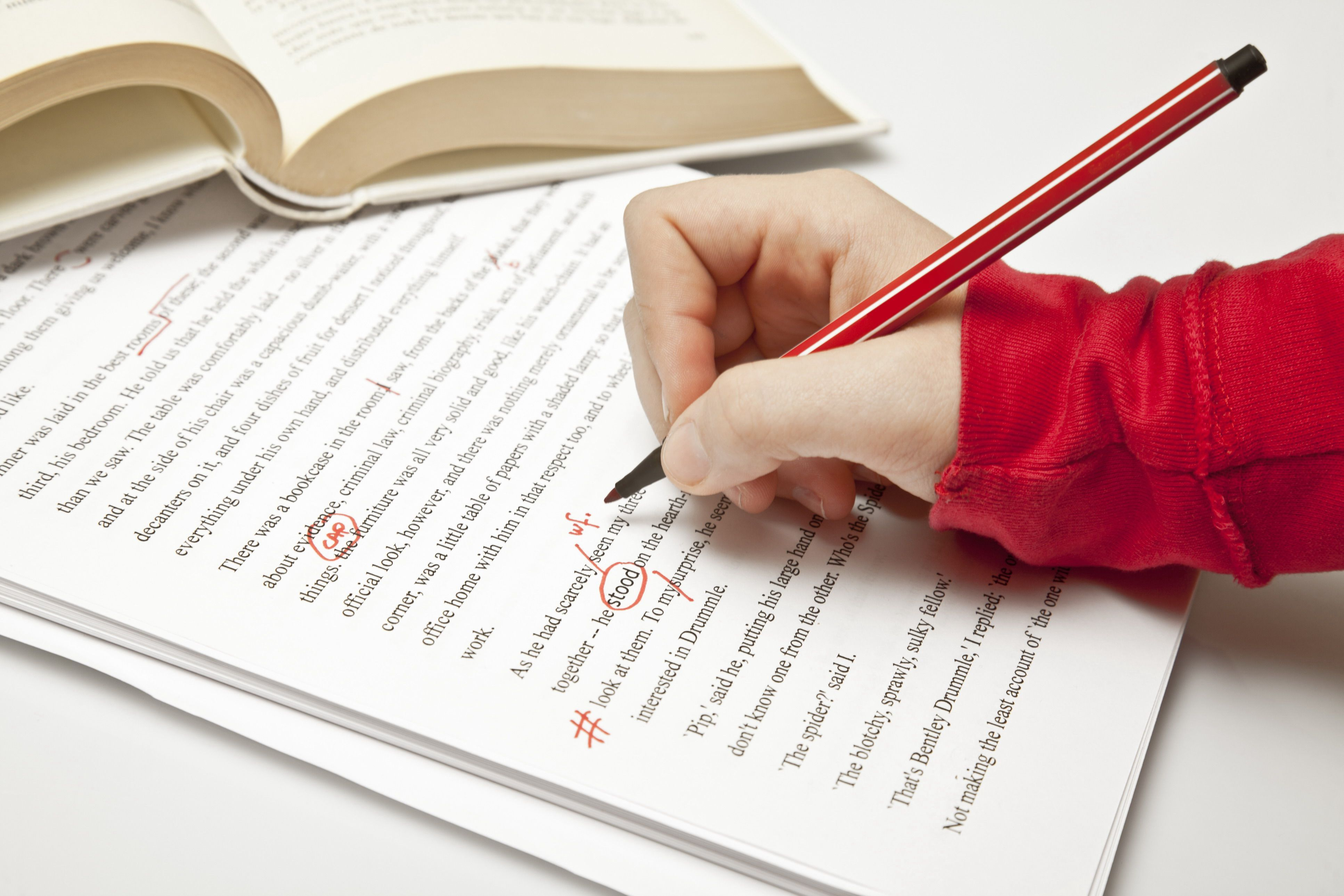 How an Essay Proofreader Can Improve Your Grades